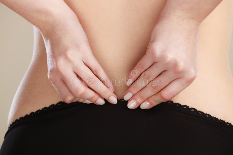 Corpo da mulher do close up no roupa interior preto fotografia de stock