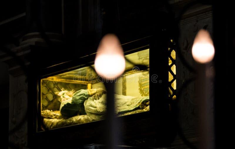 Corpo de Zita de Saint preservado em Chiesa di San Salvatore, Lucca fotografia de stock