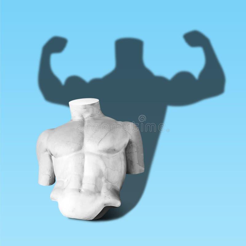Corpo della statua con l'ombra del culturista su fondo blu Concetto minimo di fantasia di arte fotografie stock