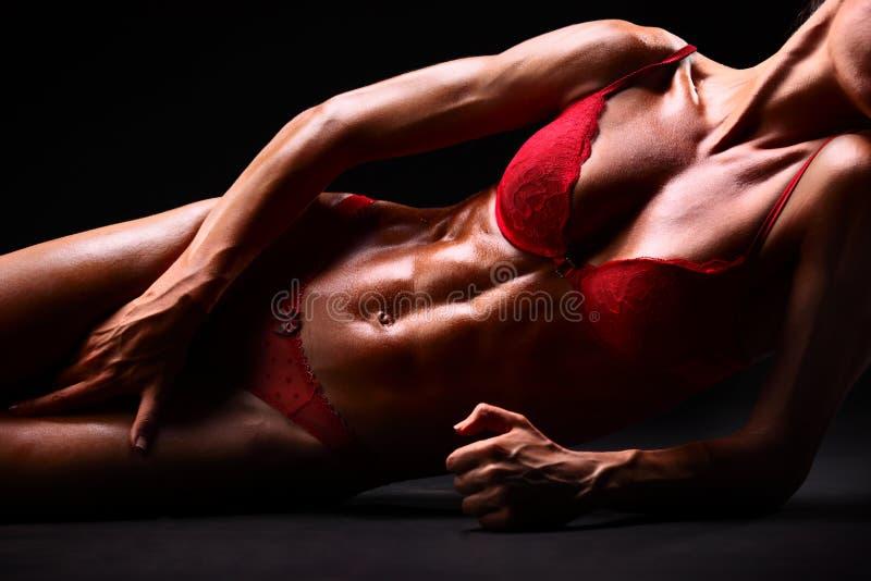 Corpo di giovane donna sexy in biancheria intima fotografie stock libere da diritti