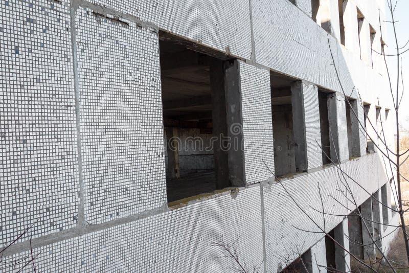 Corps d'un vieil ensemble industriel abandonné Constructi abandonné photo stock