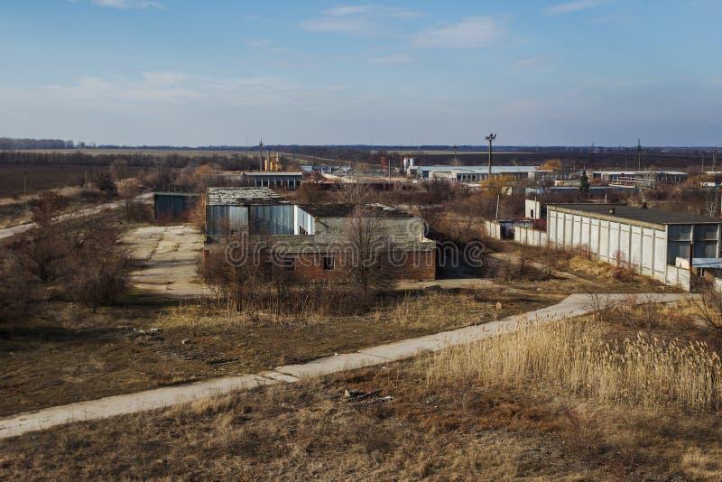 Corps d'un vieil ensemble industriel abandonné Constructi abandonné photos stock