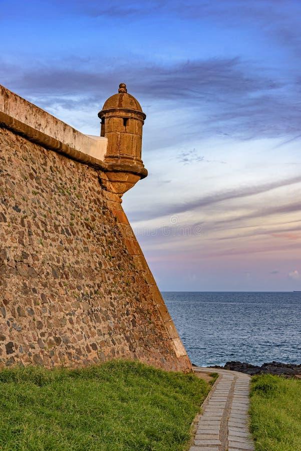 Corps de garde et mur de la fortification historique et célèbre de Farol DA Barra image stock
