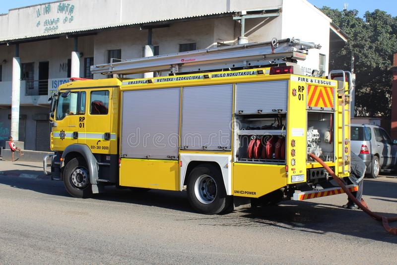 Corps de sapeurs-pompiers assistant au feu dans le manoir de Cato, Durban photos stock