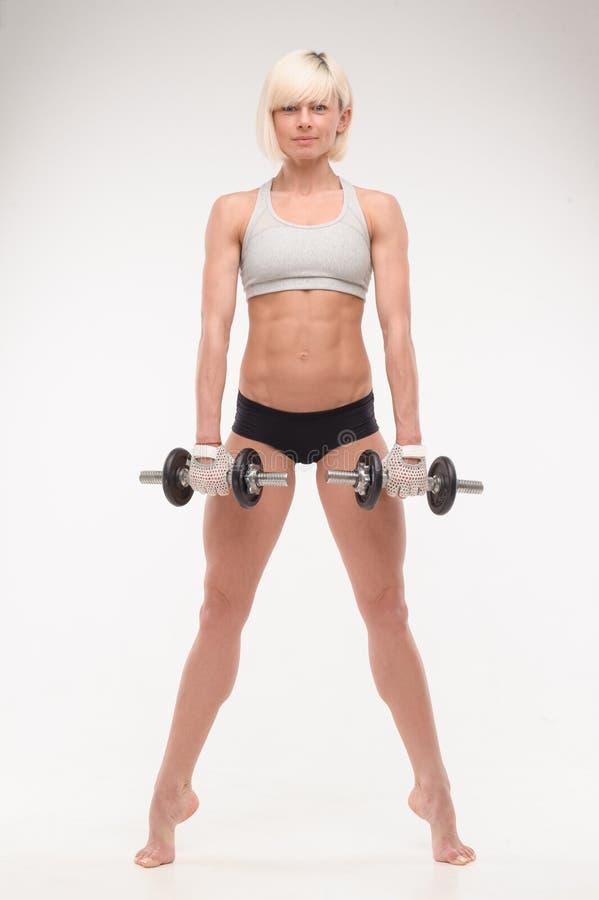 Corps musculaire d'une jeune fille images stock