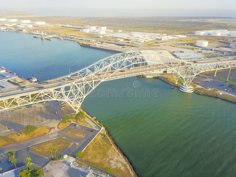 Corpus Christi Harbor Bridge da vista aérea no porto do corpus C imagem de stock