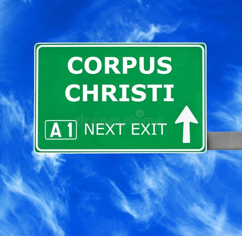 CORPUS CHRISTIverkeersteken tegen duidelijke blauwe hemel stock afbeeldingen