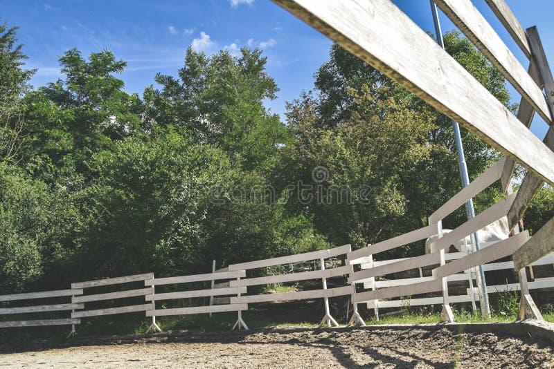 Corral voor paarden van het onderstaande stock foto