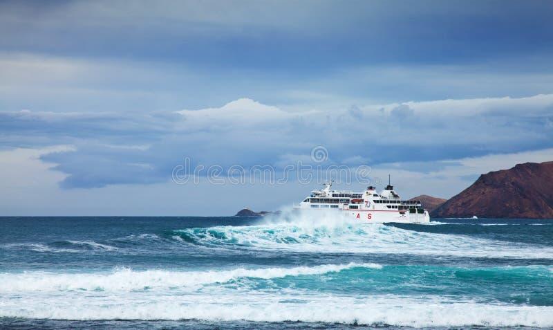 CORRALEJO, 27 avril - bac de mer image libre de droits