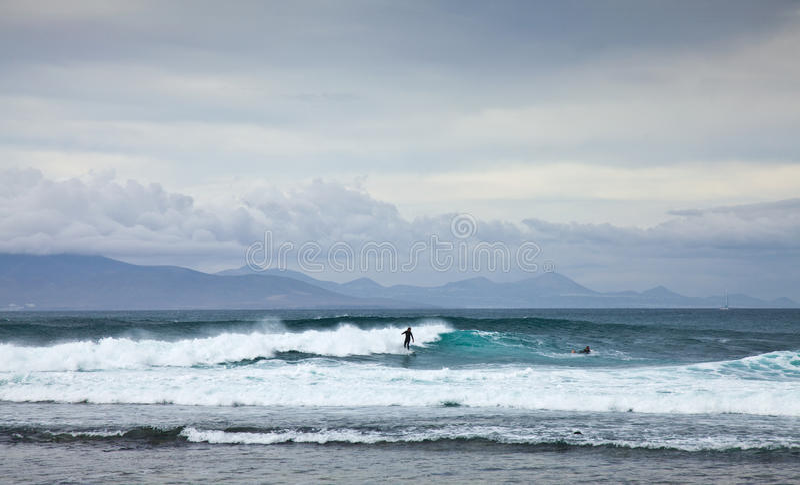 CORRALEJO, SPANJE - APRIL 27: Surfers stock fotografie