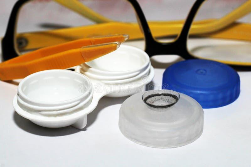 Correção das lentes de contato do Hydrogel da visão e dos monóculos fotografia de stock