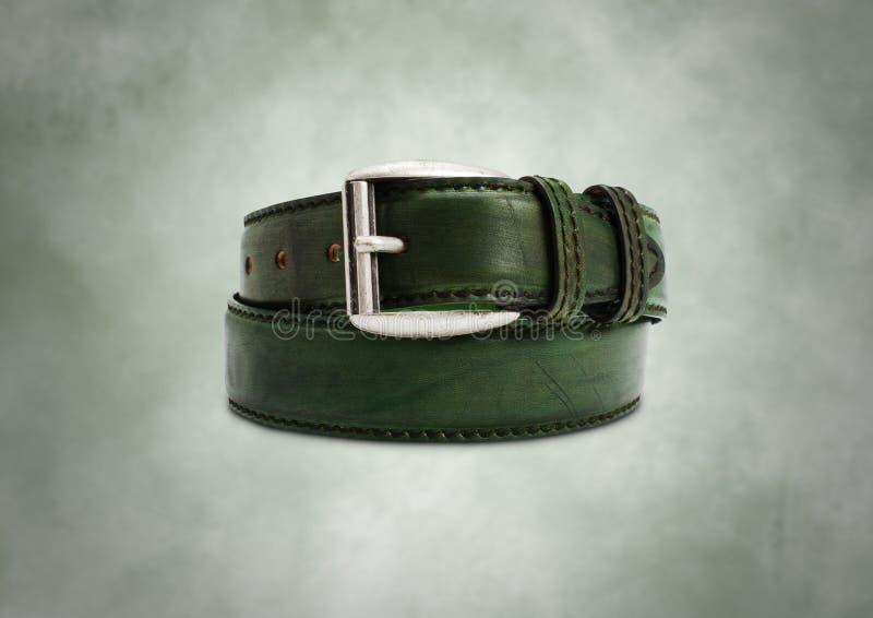 Correa de cuero verde agradable en fondo hermoso imágenes de archivo libres de regalías