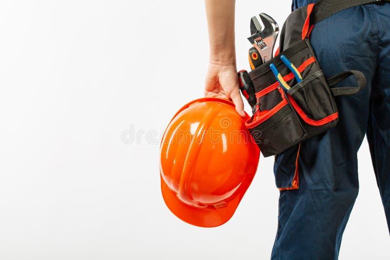 Correa de la construcción en un hombre con el cuaderno del diario un modelo del constructor de la correa de la herramienta de la  imagen de archivo libre de regalías