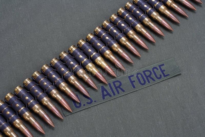 Correa de la munición en fondo del uniforme de la FUERZA AÉREA de los E.E.U.U. fotografía de archivo