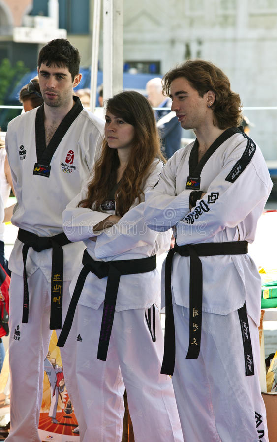 Correa negra de los atletas de Taekwondo fotografía de archivo