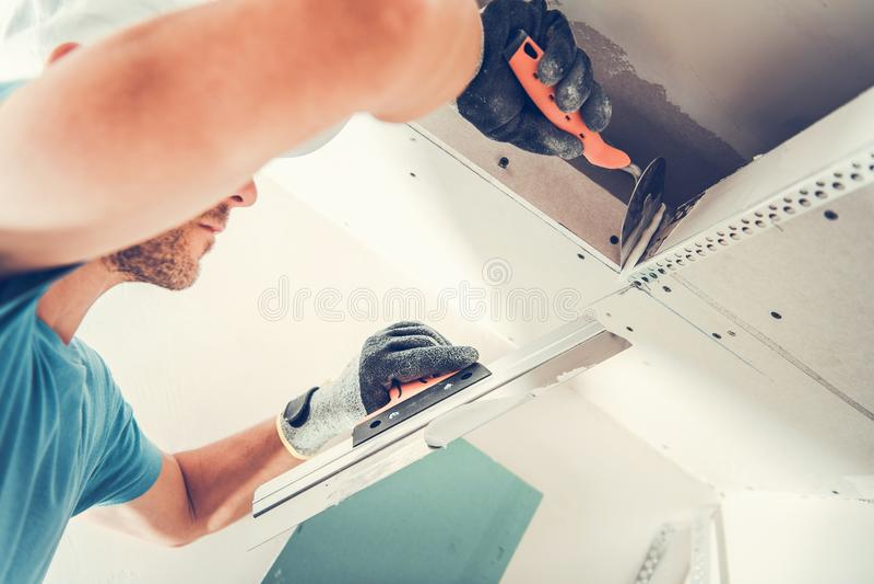 Corrections de finissage de cloison sèche images stock