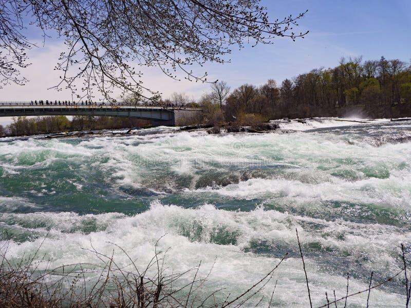 Corredeira da água branca do Rio Niágara imagem de stock