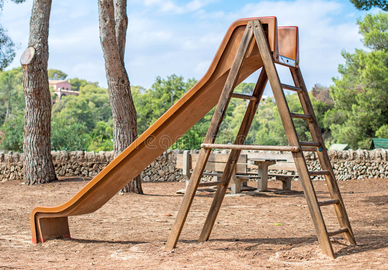 A corrediça das crianças de madeira fotografia de stock royalty free