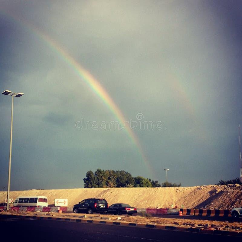 Corrediça do arco-íris através das nuvens foto de stock royalty free