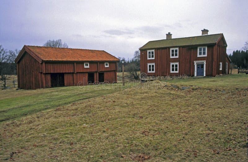 Corrediça do vintage, casas de madeira suecos velhas foto de stock royalty free