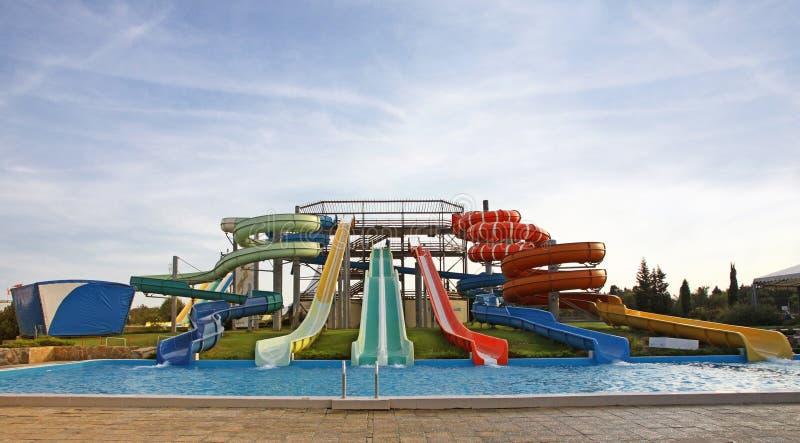 Corrediças de Aquapark imagens de stock