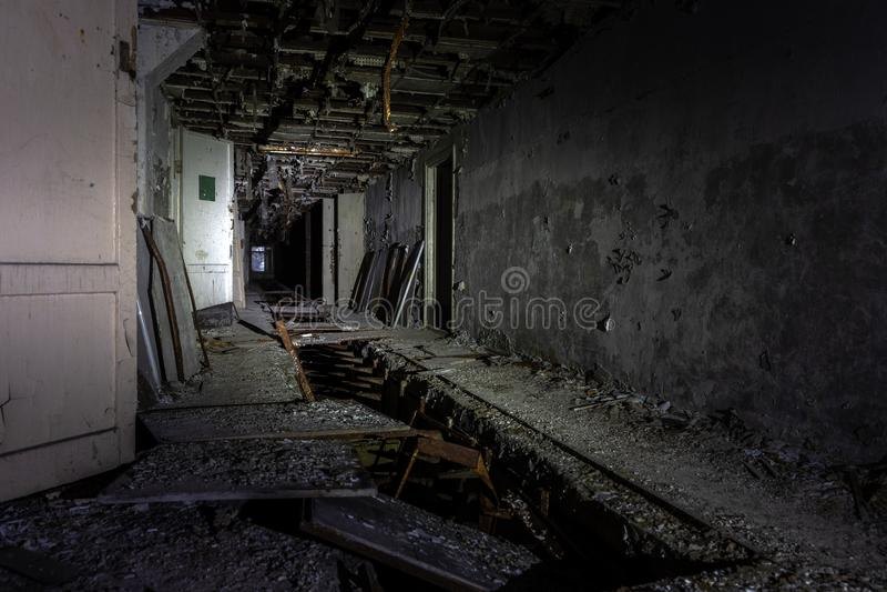 Corredor abandonado na zona de exclusão 2019 de Pripyat Chernobyl fotos de stock royalty free