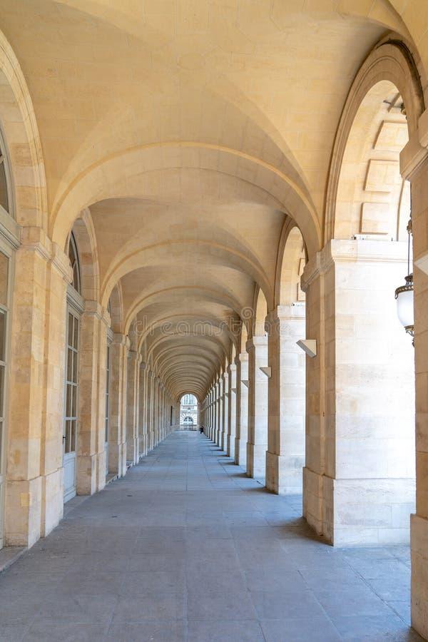 Corredor central dentro do teatro Opera do Bordéus França imagens de stock