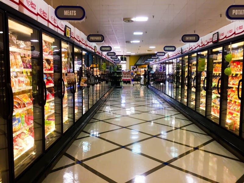 Corredor congelado dos alimentos da mercearia imagem de stock royalty free