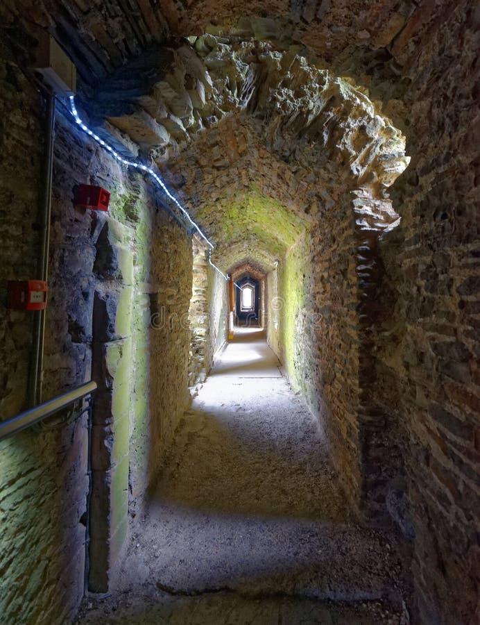 Corredor de Hiden abaixo do castelo de cardiff Pedra antiga imagens de stock royalty free
