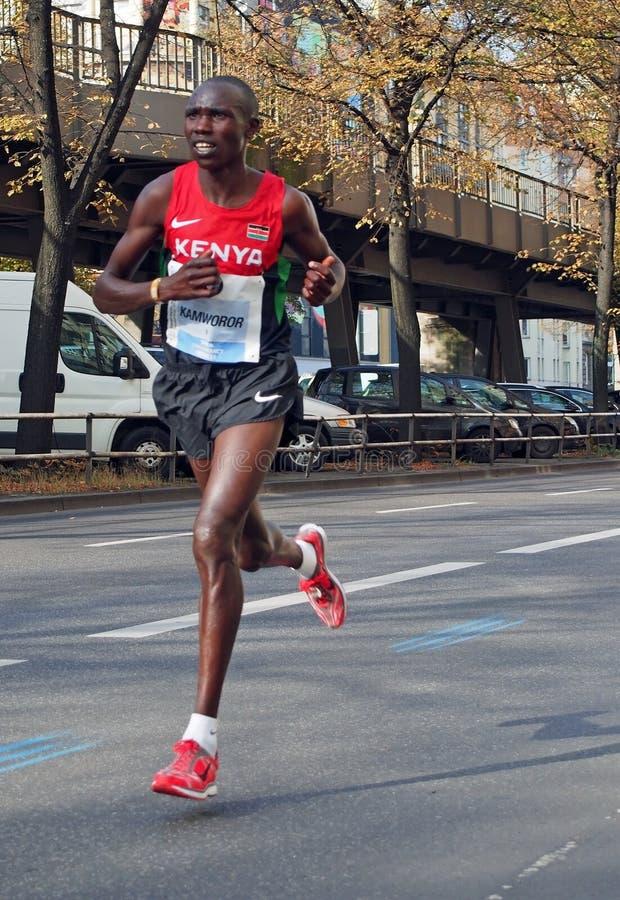 Corredor de maratona Geoffrey Kipsang Kamworor do Kenyan que corre Berlin Marathon 2014 imagens de stock royalty free