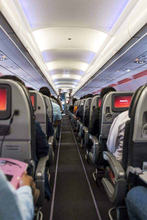 Corredor do avião imagens de stock royalty free