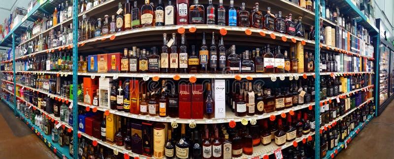 Corredor dos espírito, o escocês e do uísque em uma loja do rei da garrafa foto de stock