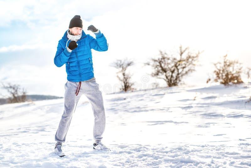 Corredor e atleta que preparam-se para esportes, o treinamento e dar certo diferentes fotos de stock