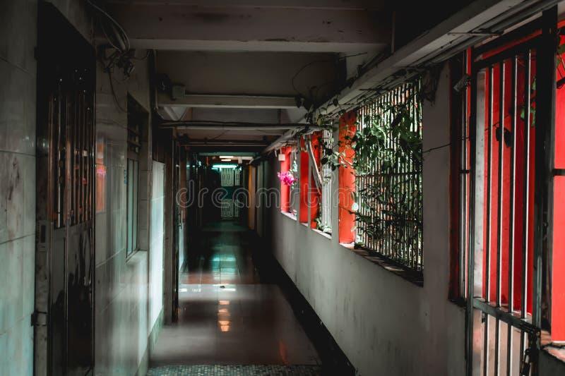 Corredor em uma mansão tradicional de Hong Kong em Kowloon fotografia de stock
