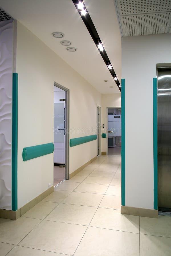 Corredor longo no hospital fotos de stock