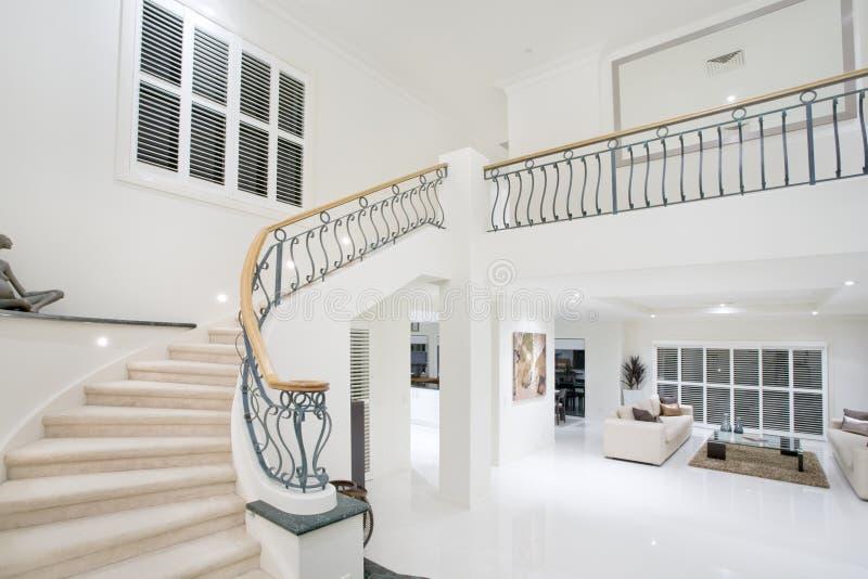 Corredor luxuoso da mansão imagem de stock
