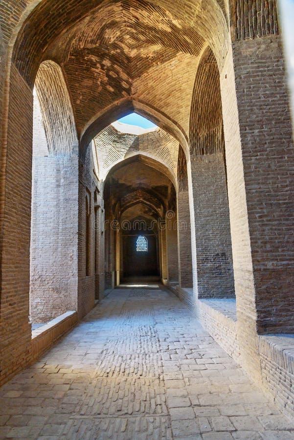 Corredor na mesquita de Jameh em Isfahan irã imagem de stock