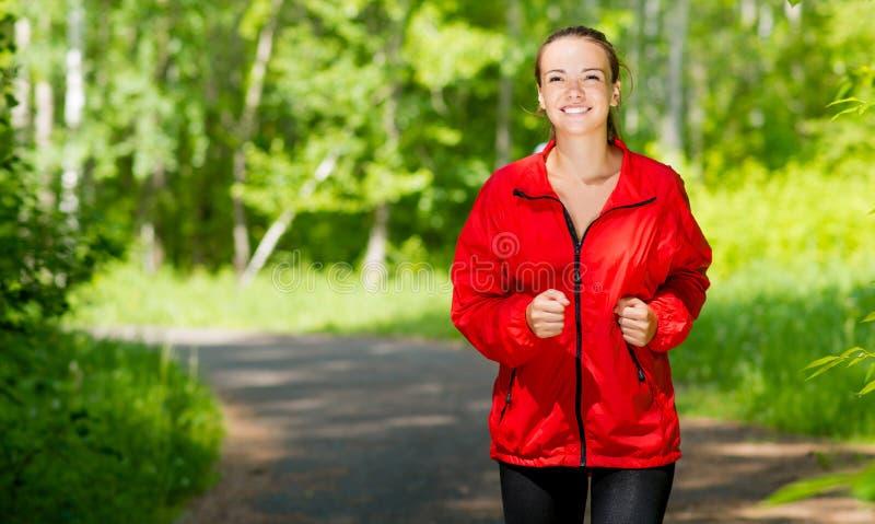 Corredor novo saudável do atleta fêmea imagem de stock