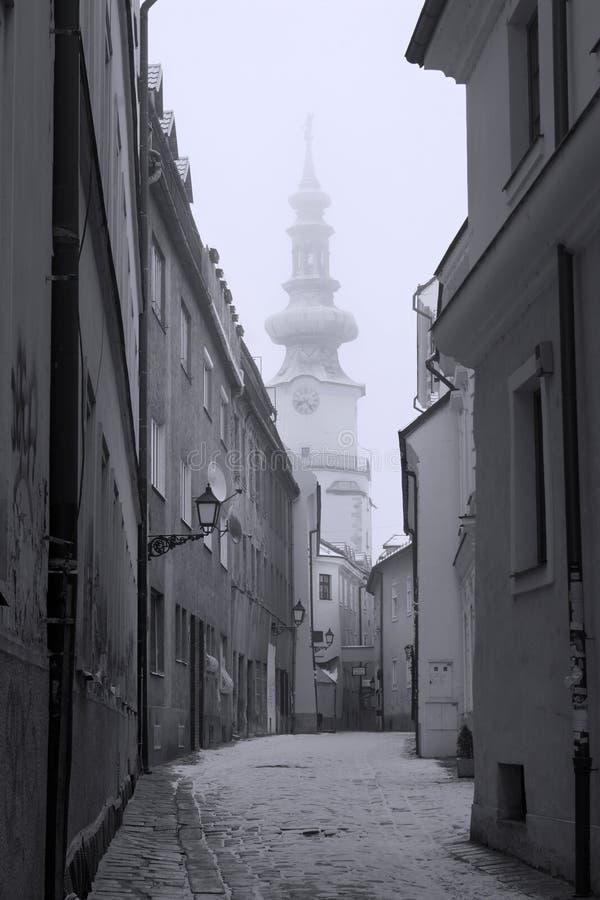 Corredor velho no inverno - Bratislava imagem de stock