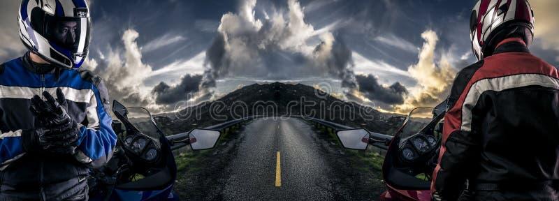 Corredores de la motocicleta en una escena del camino de HDR imagenes de archivo