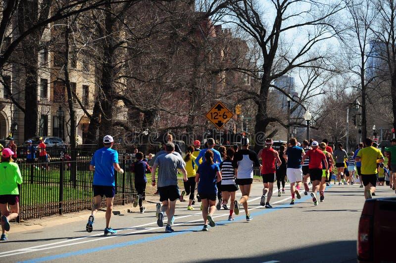 Corredores de maratón de Boston fotos de archivo