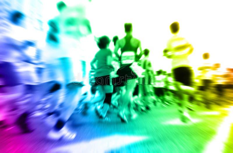 Corredores de maratón que corren en la calle imágenes de archivo libres de regalías