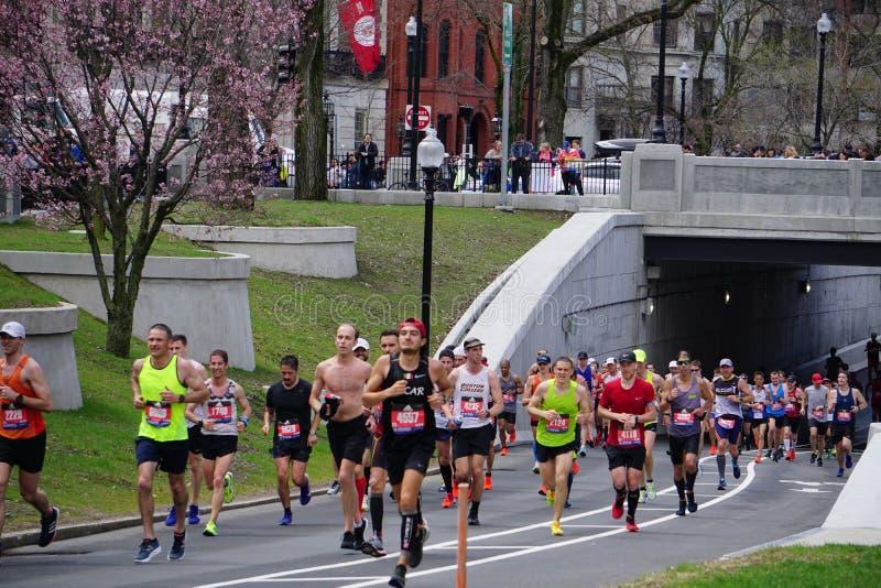 Corredores de maratona 2019 de Boston imagens de stock royalty free