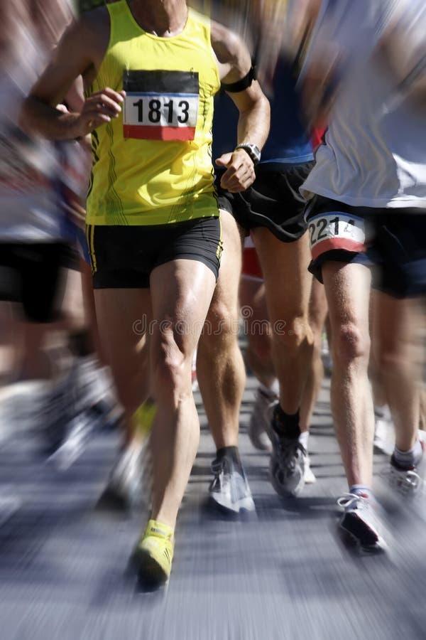 Corredores de maratona - movimento borrado fotografia de stock