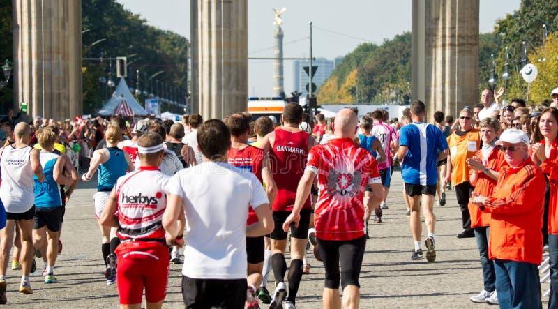 Corredores en el maratón de Berlín foto de archivo libre de regalías