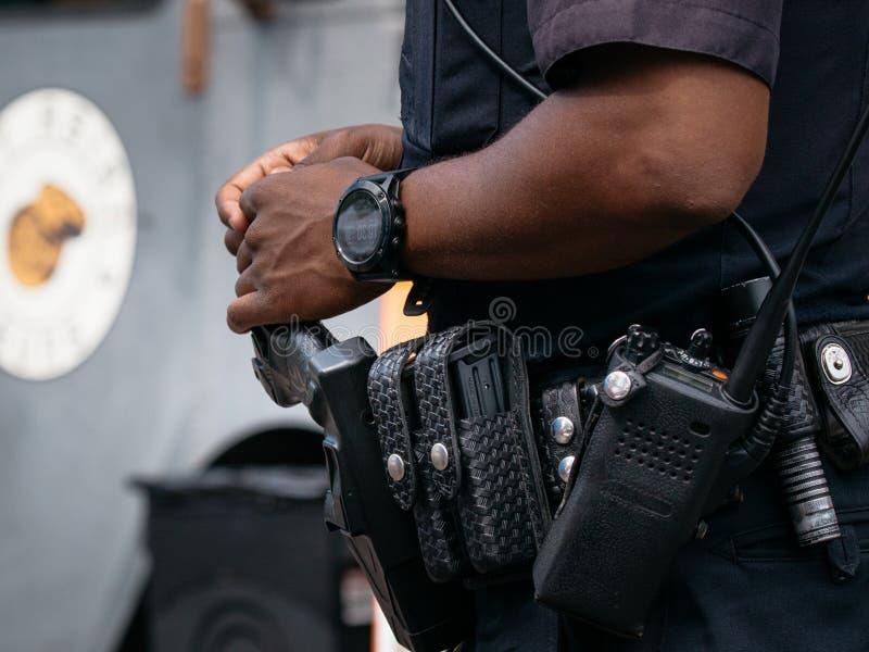 Correia da ferramenta da polícia com Taser foto de stock royalty free