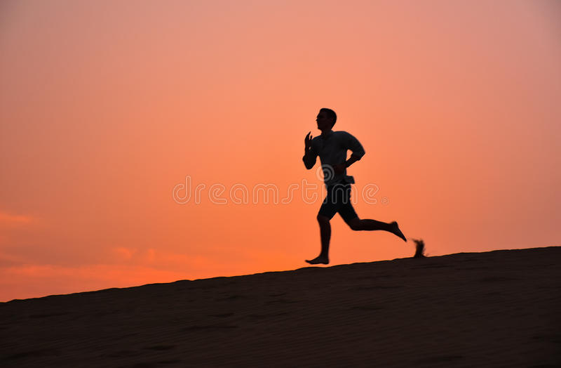 Correndo no deserto de Rajasthan, Índia fotografia de stock royalty free