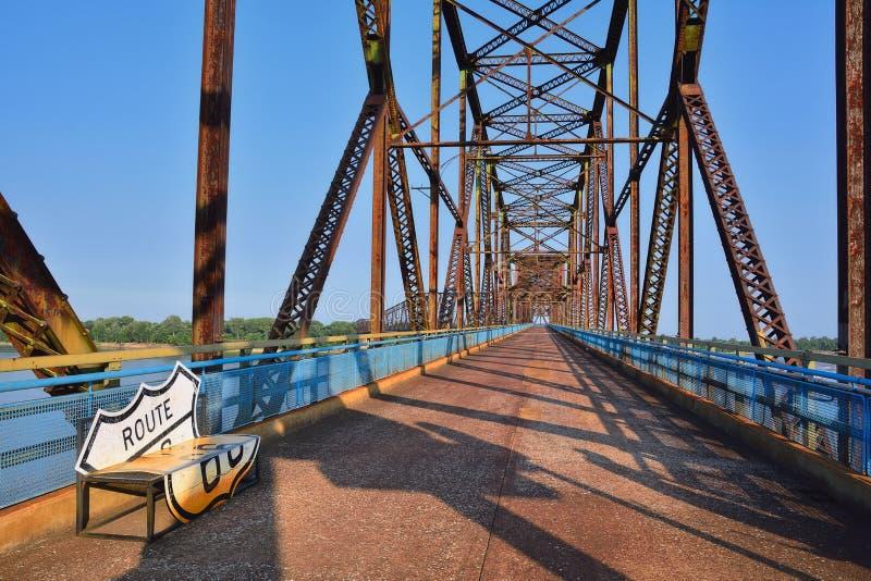 Corrente da ponte das rochas no rio Mississípi foto de stock