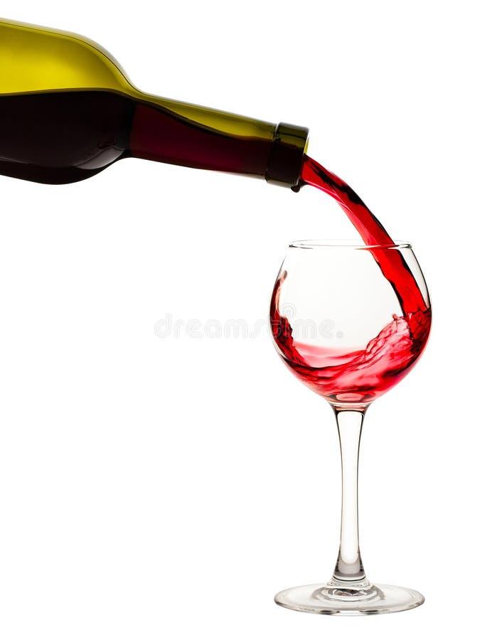 Corrente di vino rosso in vetro immagine stock