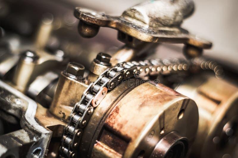 Corrente do sincronismo do carro em motor cortante imagens de stock royalty free